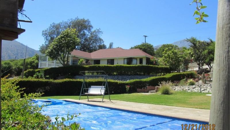 piscina vista hacia la casa